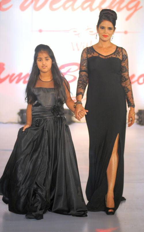 19. Neelam Roy with daughter walking the ramp  for Designer Amy Billimoria   DSC_1821