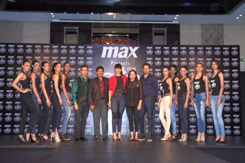 Selected 10 Girls with the judges