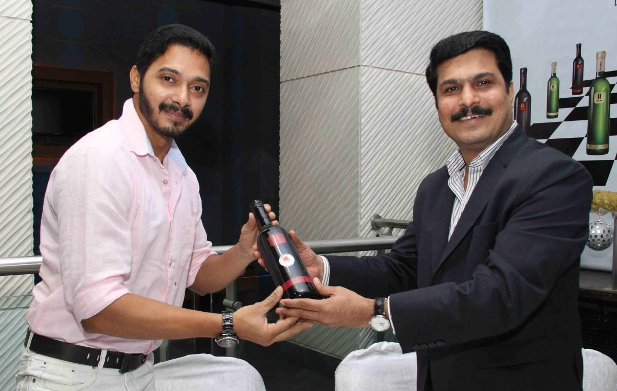 ​Shreyas Talpade and ​Mr. Rajesh Patil, Chairman and Managing Director, Pause Wines at wine tasting evening  by Pause Wine at Juhu_1