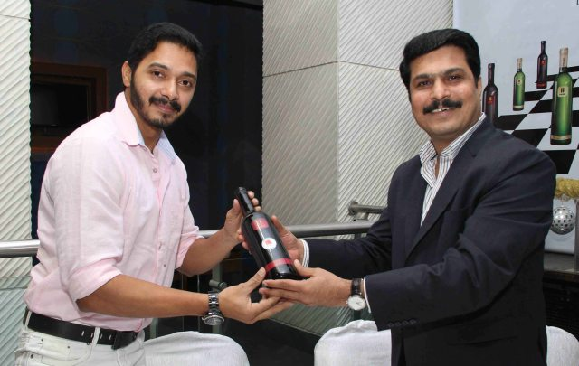 Shreyas Talpade and Mr. Rajesh Patil, Chairman and Managing Director, Pause Wines at wine tasting evening  by Pause Wine at Juhu_1