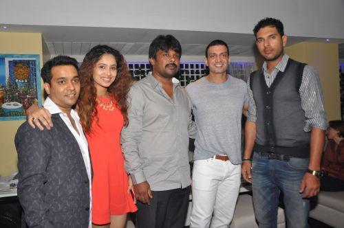 (L to R) Kipos Owner Navin Prem with Ananyaa, Raju Gowda, Timmy Narang and Yuvraj Singh