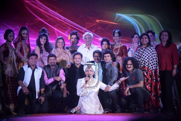 10. Anurag Jaiswal with Pandhari Dada and Seema alongwith the Judges Team DSC_5359