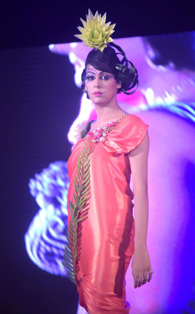19. Models on the Ramp displaying Anurag Jaiswal's Student Hair and Makeup Work  DSC_4980