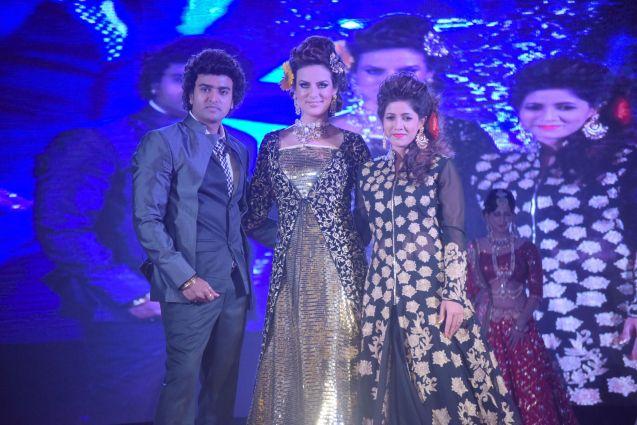 2. Anurag Jaiswal with Elena Kazan and his wife on the ramp DSC_5322