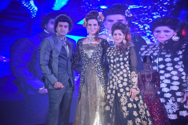 2. Anurag Jaiswal with Elena Kazan and his wife on the ramp DSC_5322