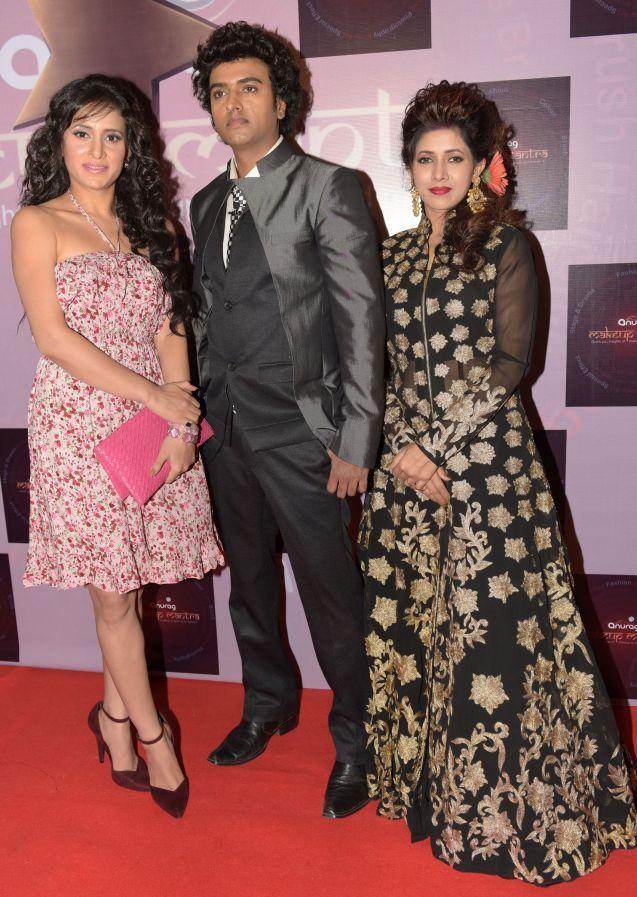 4. Shewta Khanduri with Anurag Jaiswal and his Wife DSC_5384