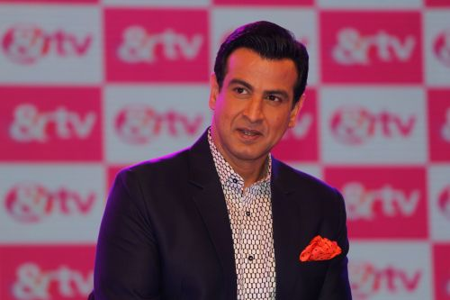 Ronit Roy, Host on &TV's Deal Or No Deal