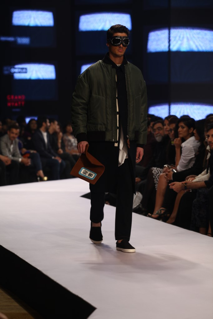 Model in Dhruv Kapoor on Day 02 at Van Heusen+GQ Fashion Nights (14)