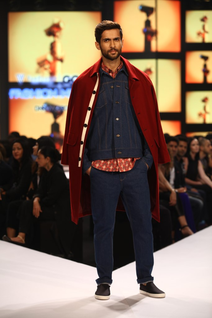 Model in Dhruv Kapoor on Day 02 at Van Heusen+GQ Fashion Nights (16)