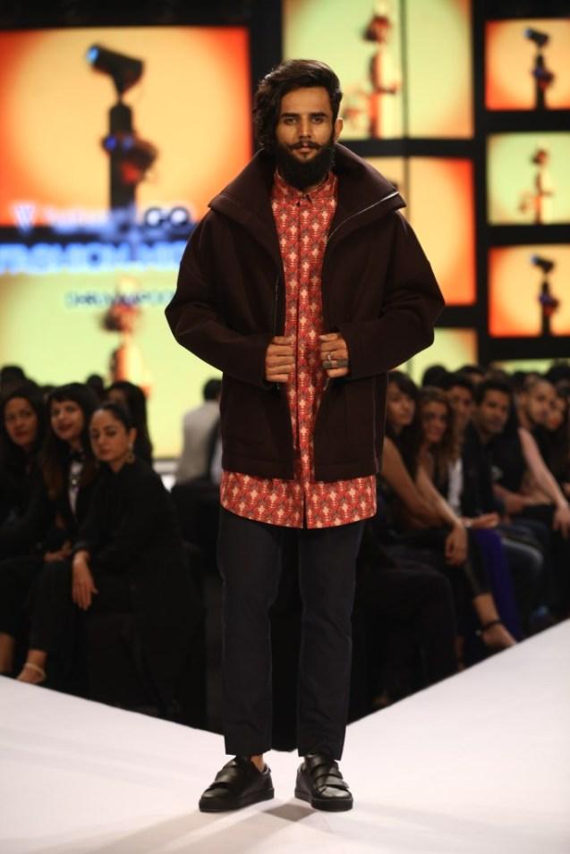 Model in Dhruv Kapoor on Day 02 at Van Heusen+GQ Fashion Nights (17)