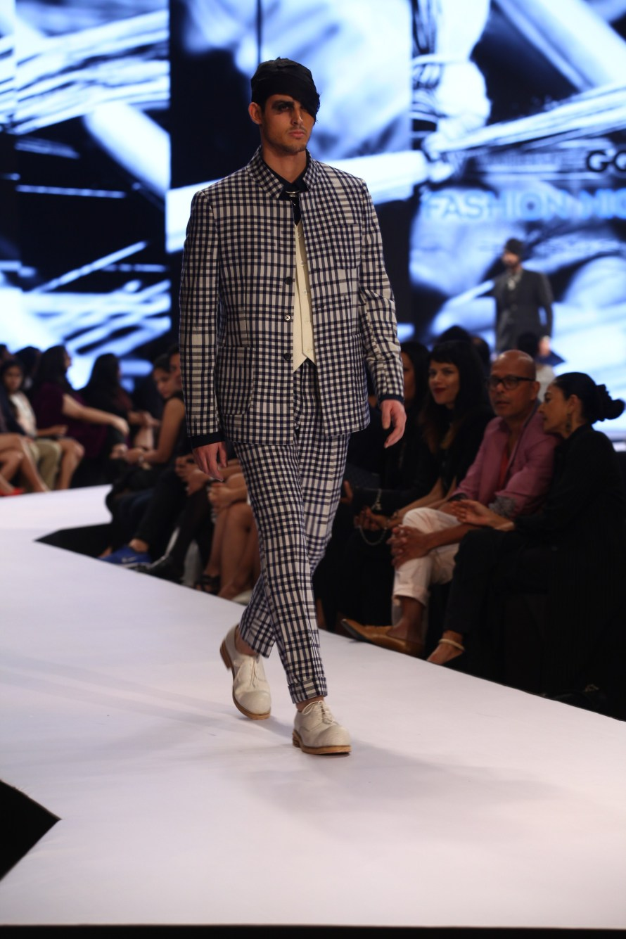Model in Rajesh Pratap Singh on Day 2 of Van Heusen GQ Fashion Nights 2015_3