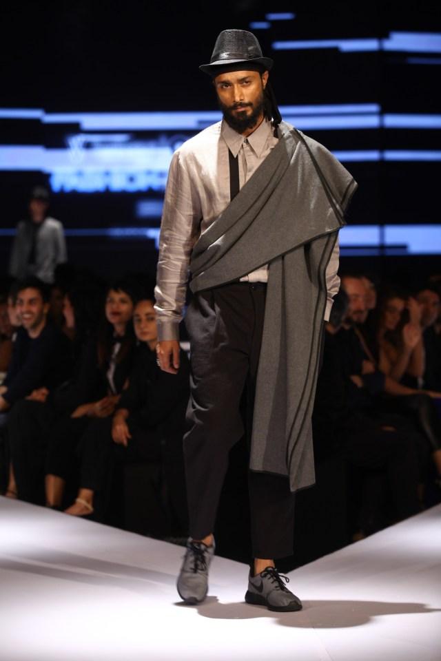 Model in Ujjawal Dubey on Day 2 of Van Heusen + GQ Fashion Nights (3)