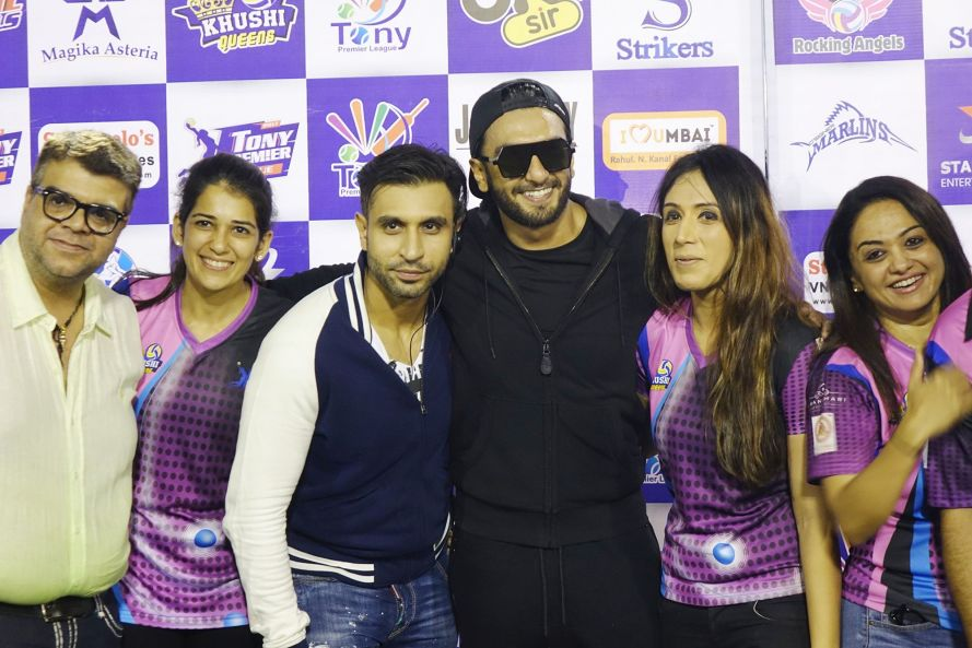 Naren Moriani (Tony Moriani), Priya Moriani, Daanish Hingora, actor Ranveer Singh, Saniya Hingora and Pinky Kandhari at the TPL Women's Throwball Finale