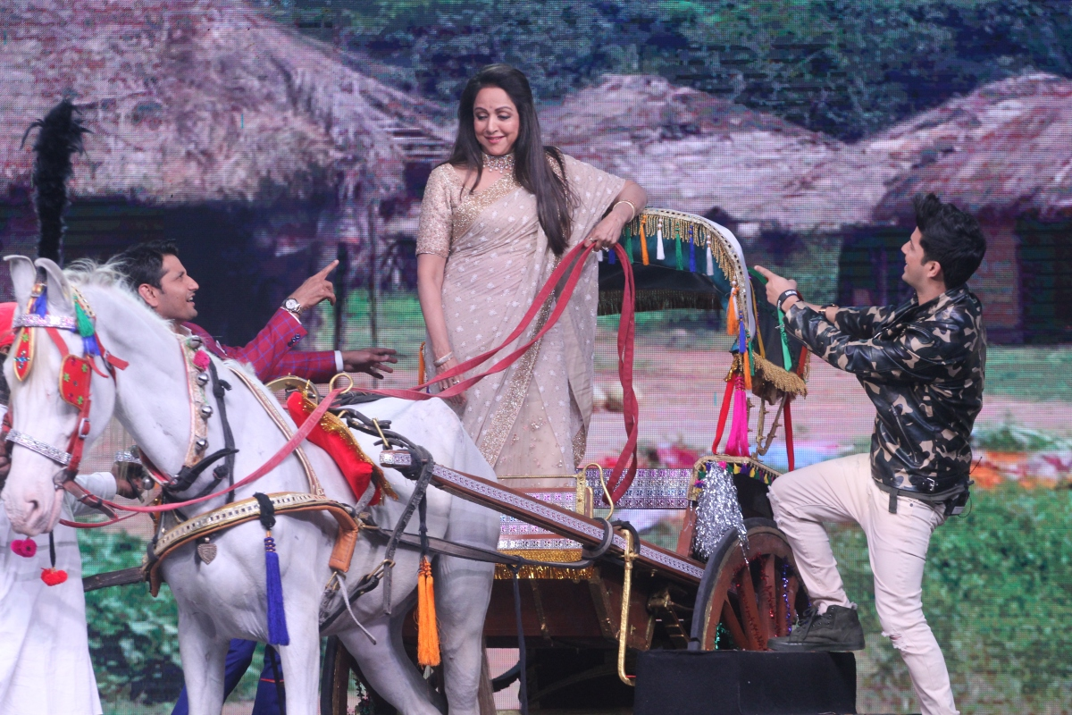 Dance India Dance- Hema Malini with Master Marzi Petonji and Mudassar Khan 2.JPG