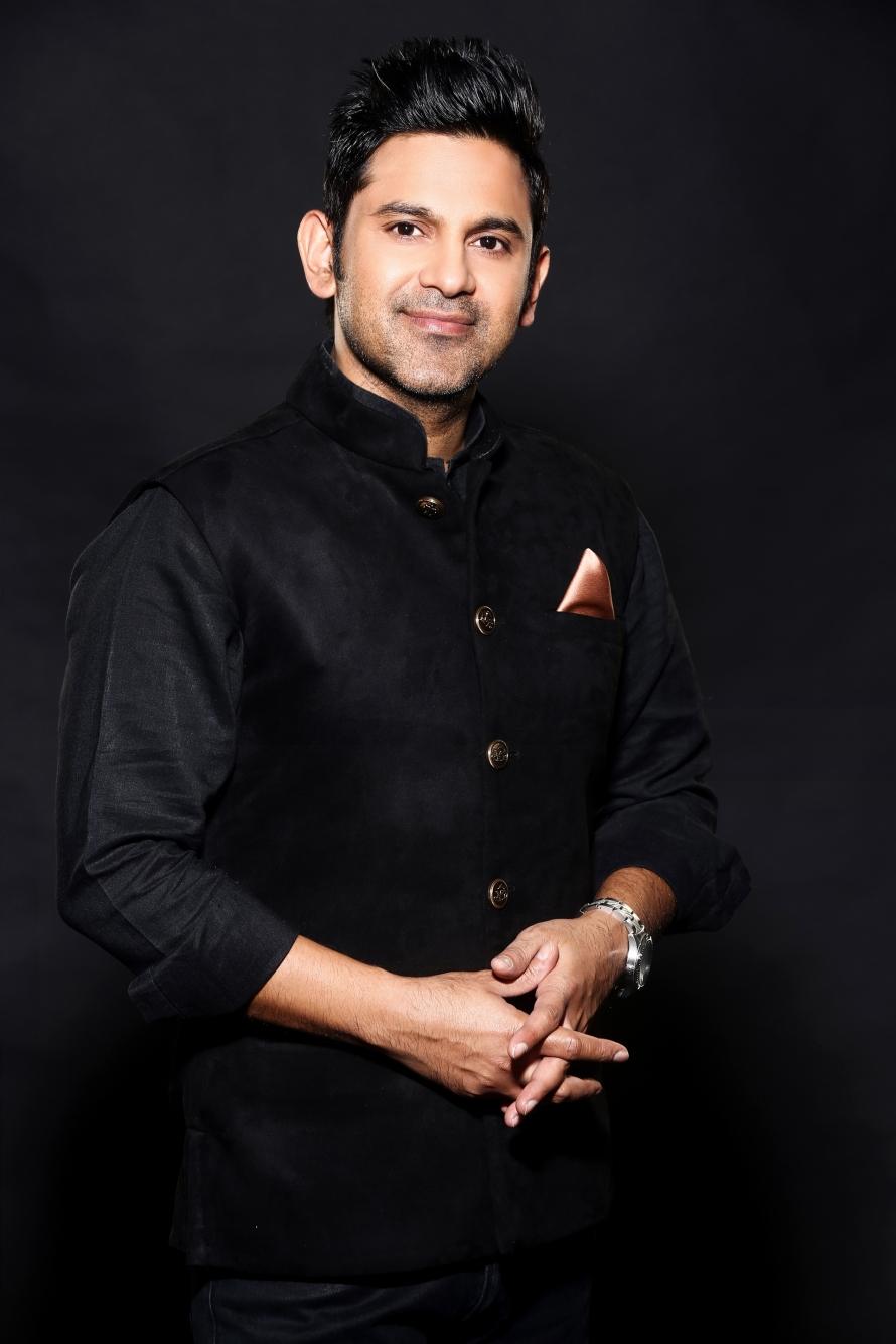 Manoj Muntashir (1).jpg
