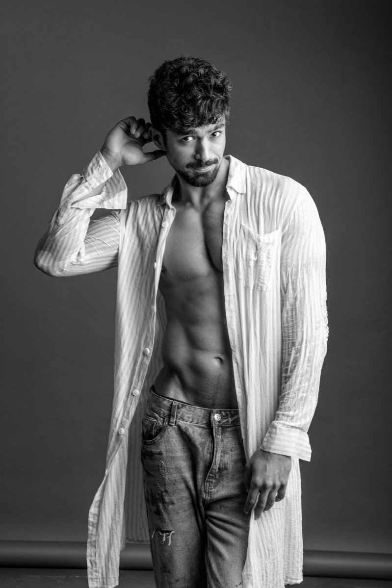 SAQIB SALEEM Whatsapp group called 'Launda'