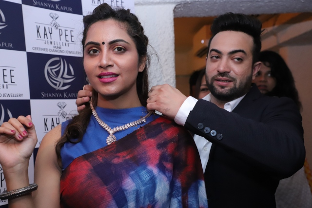Arshi Khan and Kay Pee Jewellers' Jitesh Nanwani at Sonalli Guptaa's Book Launch in Association with ShanyaKapur's Collection by Kay Pee Jewellers.JPG