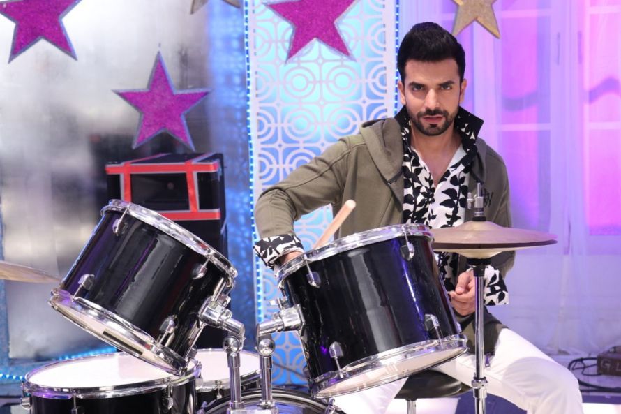 Manit Joura as Rishabh Luthra in Zee TV's Kundali Bhagya (1).jpg