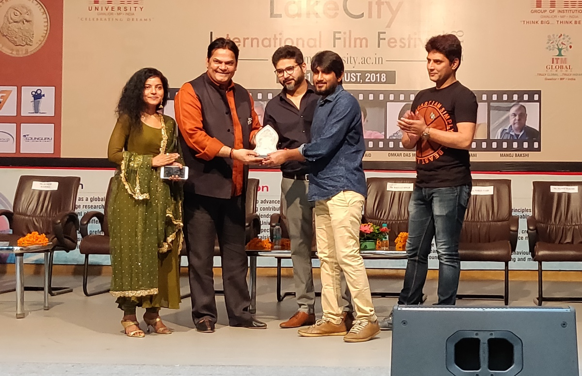 Rohit Chauhan's Directorial short 'Rang Biranga Anaar' bags three awards at Lake City International Film awards.