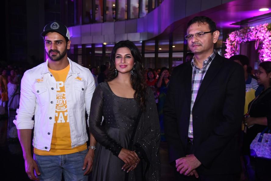 Vivek Dahiya & Divyanka Tripathi Dahia with Sandeep Runwal