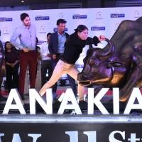 Mary Kom unveils the Fearless Girl statue at Kanakia Wall Street